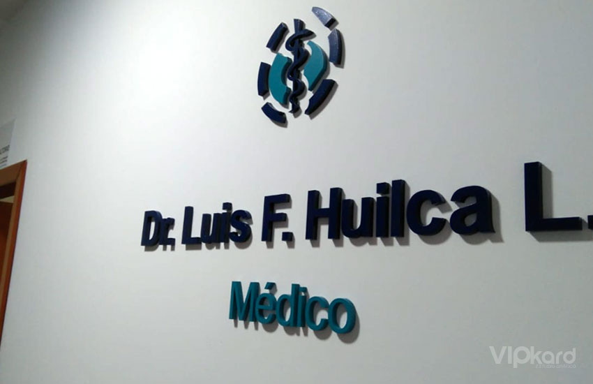 Letras madera - DR. HUILCA